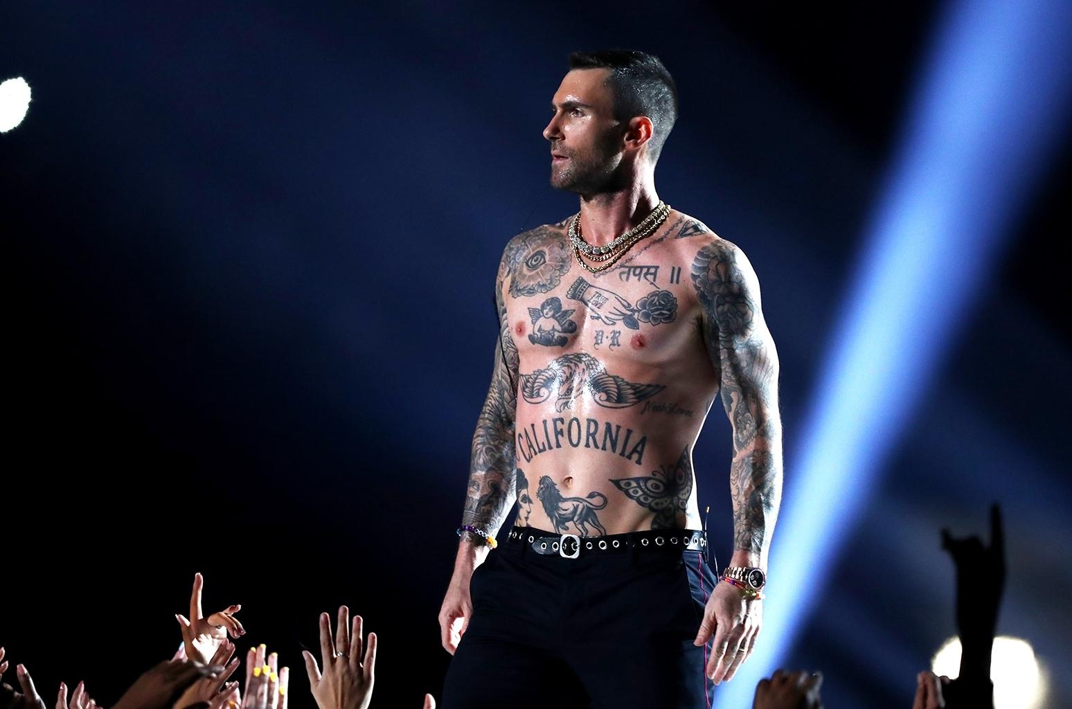 2019 Super Bowl: Adam Levine Removes Shirt, Twitter Explodes for Maroon Five Super Bowl 2019