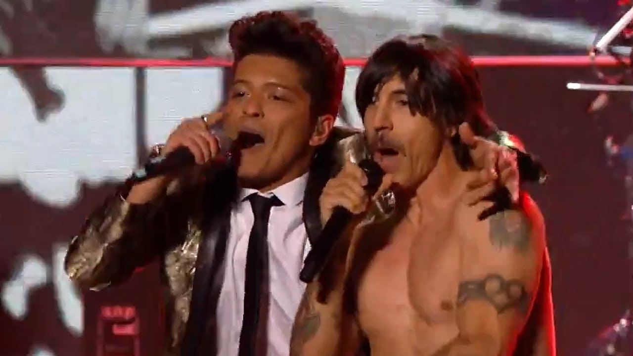Bruno Mars Rocks 2014 Super Bowl Halftime Show With Red Hot Chili Peppers in Bruno Mars Super Bowl 2014