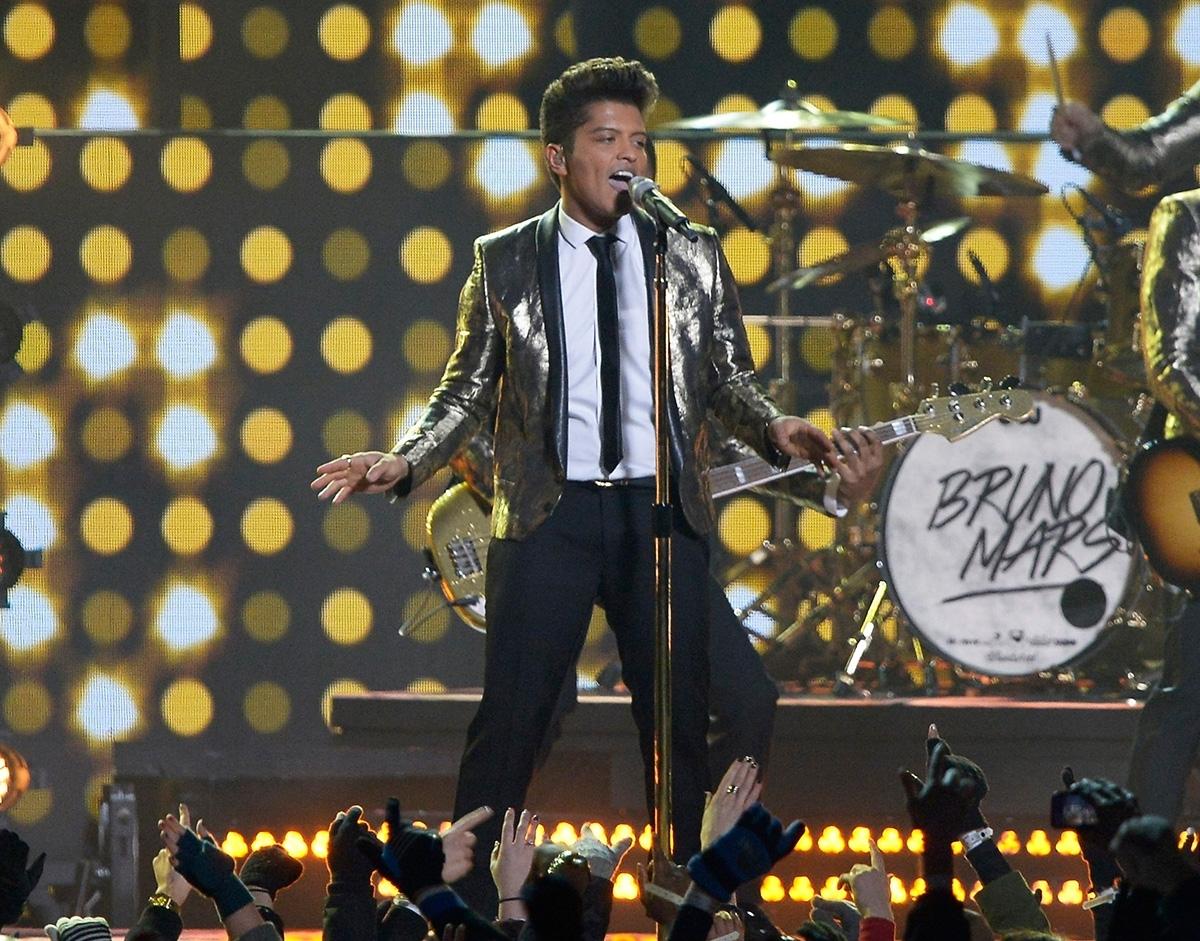 Bruno Mars Rocks Super Bowl 2014 Halftime Show: Performance with Bruno Mars Super Bowl 2014