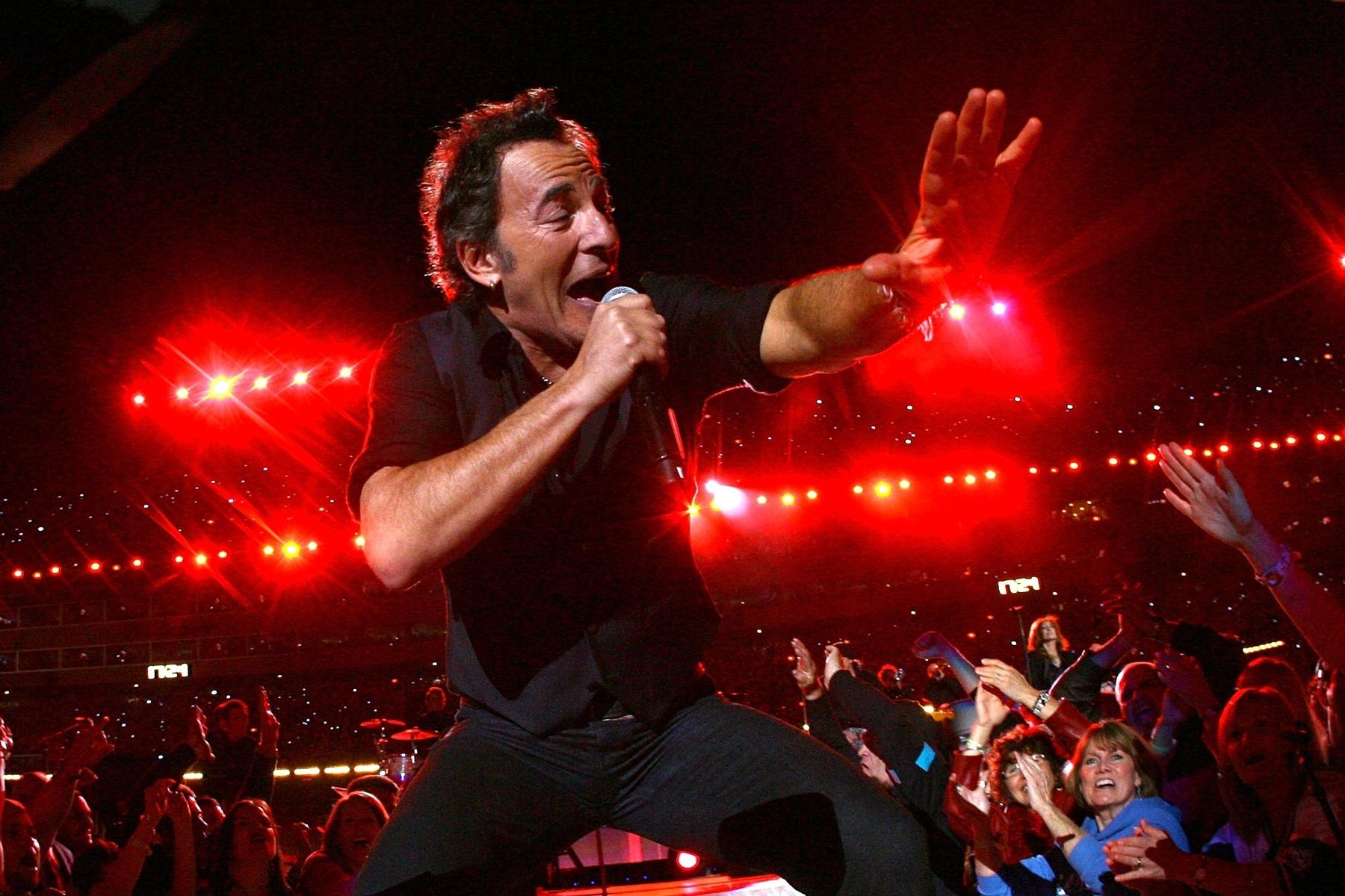 Inside Bruce Springsteen, E Street Band's 2009 Super Bowl throughout Bruce Springsteen Super Bowl