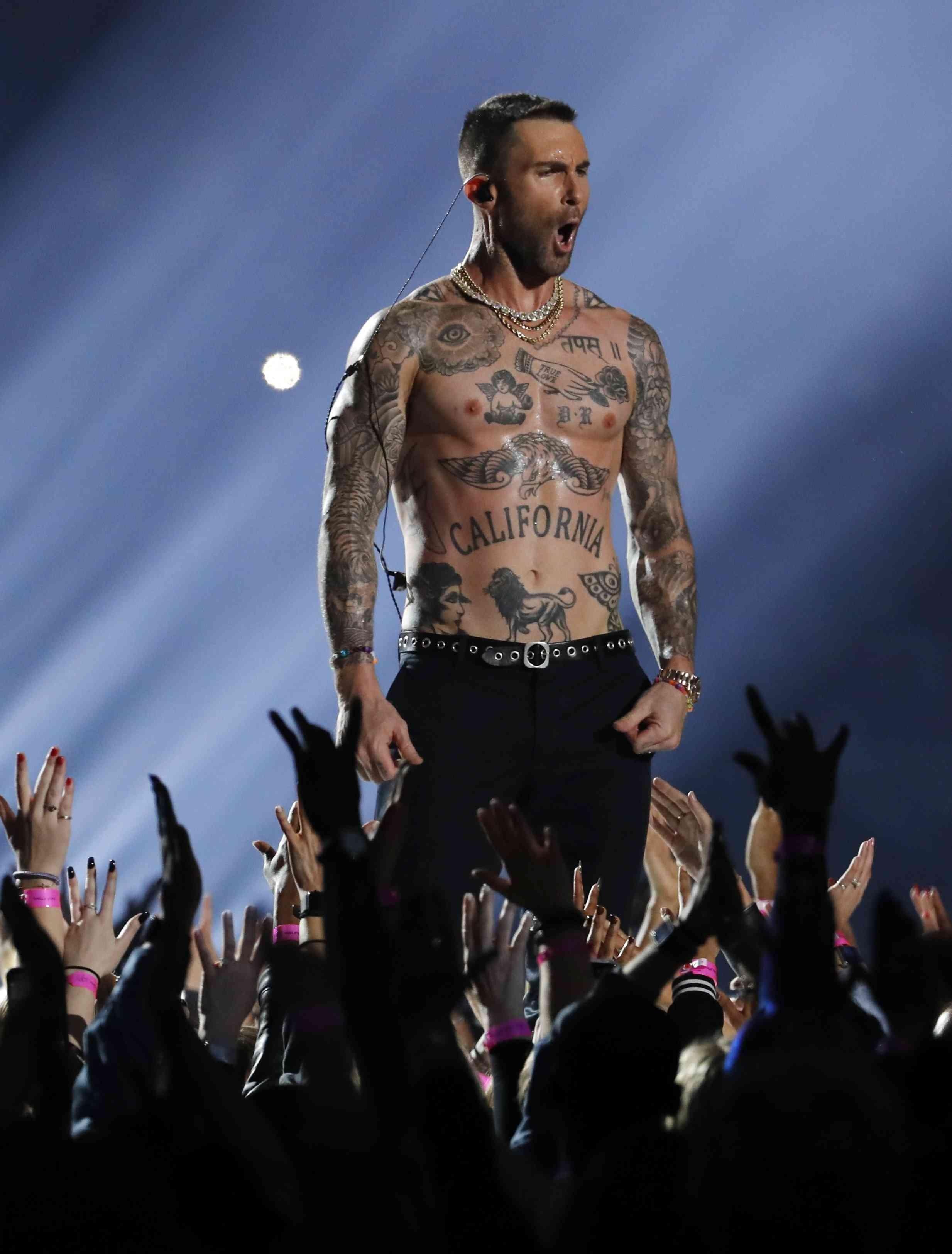 Super Bowl 2019: Bilder Der Halbzeitshow Von Maroon 5 Beim for Maroon Five Super Bowl 2019