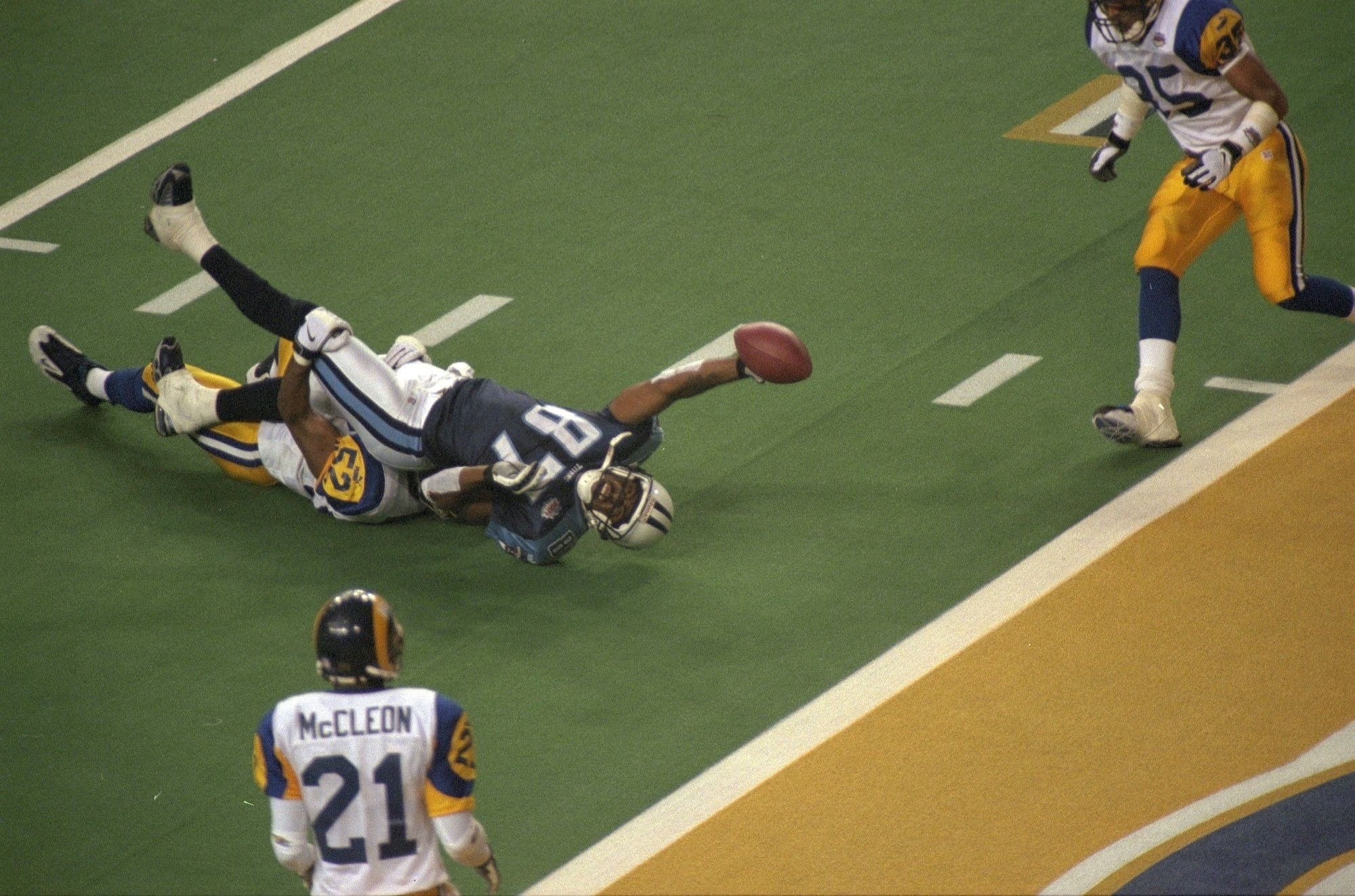 Super Bowl Xxxiv - St. Louis Rams D. Tennessee Titans, 23–16 within Rams Titans Super Bowl
