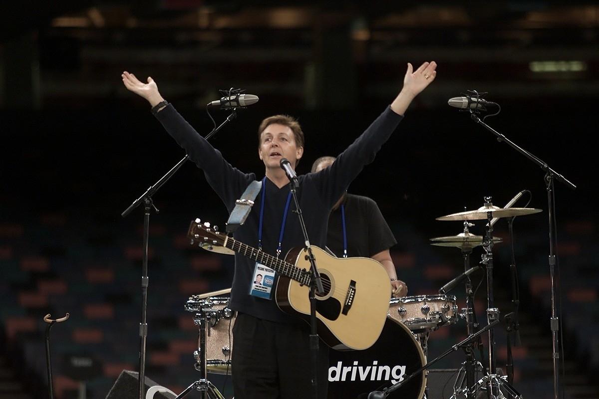 Super Bowl Xxxvi Pregame Ceremonies (Concert) - The Paul with Paul Mccartney Super Bowl