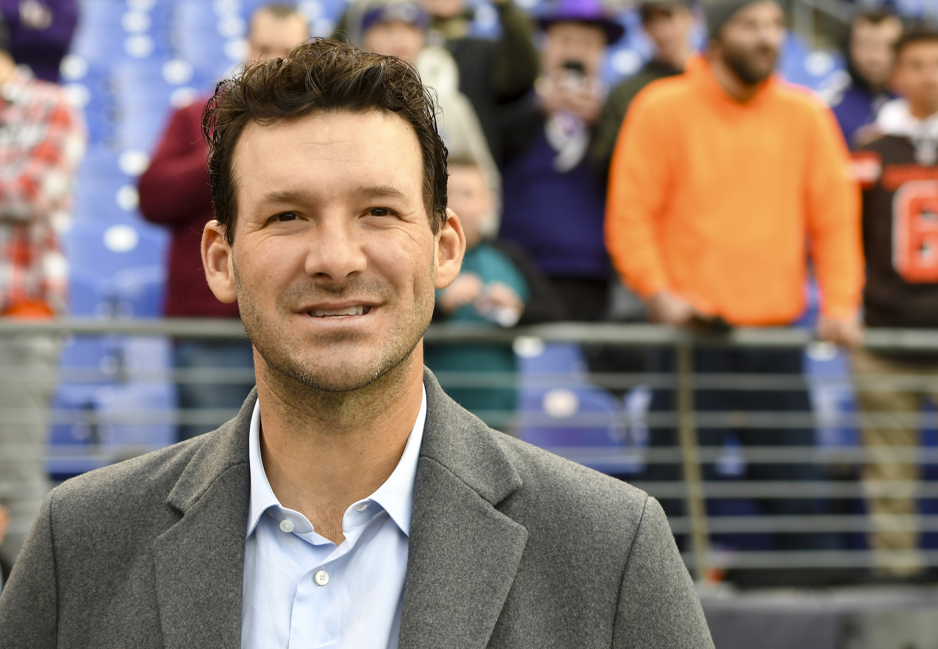 Twitter Loves Tony Romo's Super Bowl Commentary | Time in Tony Romo Super Bowl