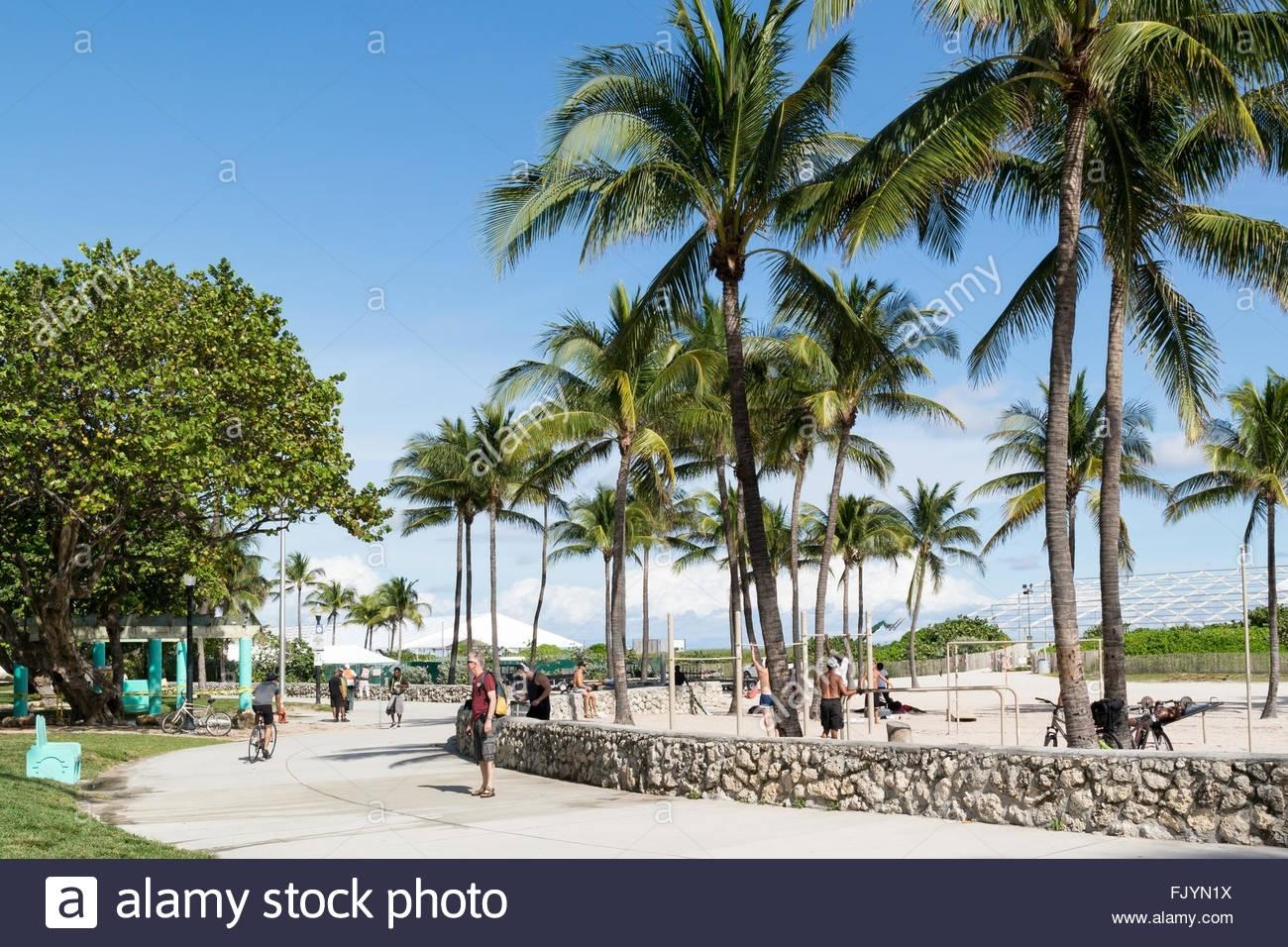 Menschen Zu Fuß Auf South Beach Boardwalk In Miami Beach with Miami Beach Boardwalk Address