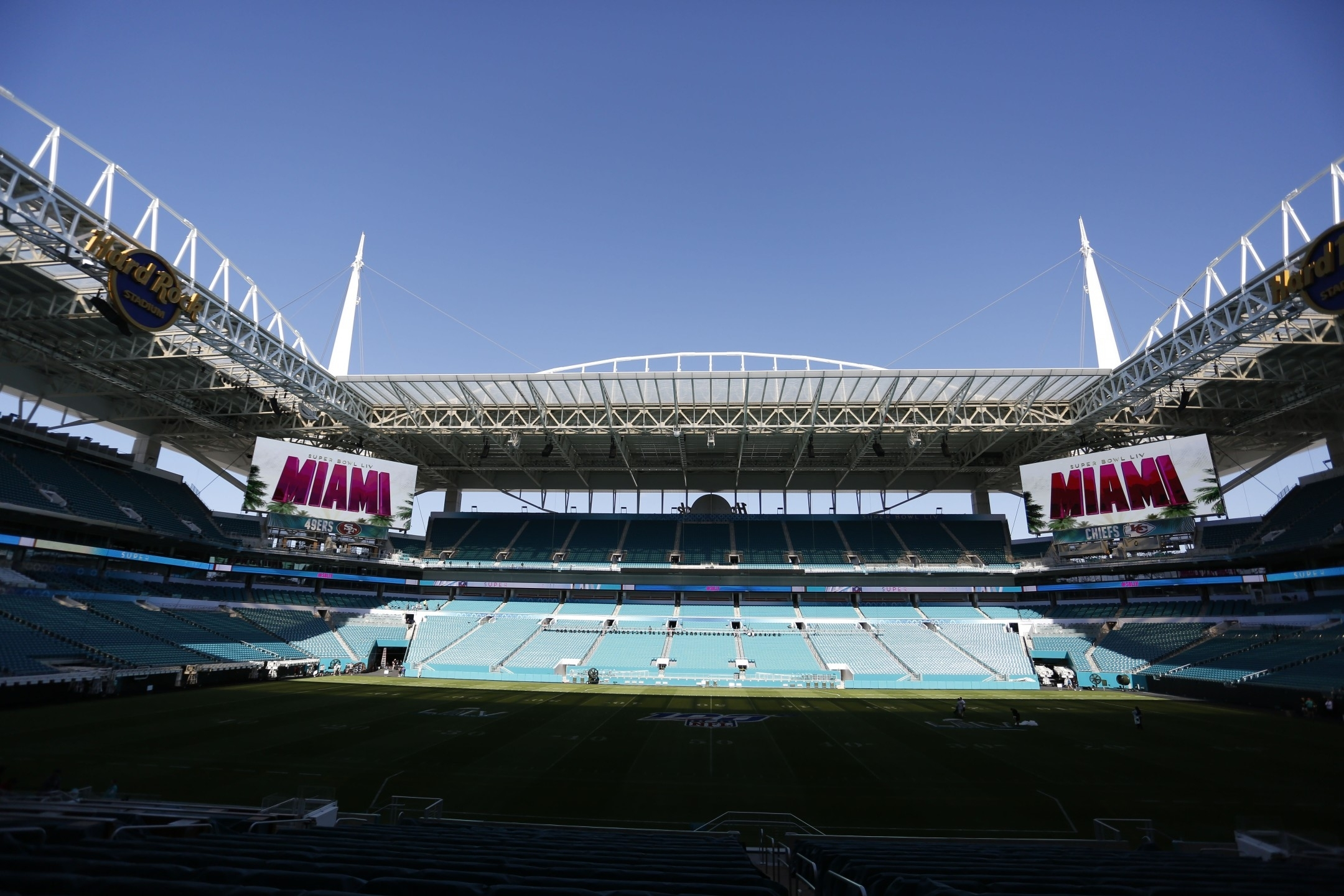 Photos: Thousands Prep Miami Stadium For Chiefs-49Ers Super Bowl pertaining to Super Bowl Miami Stadium